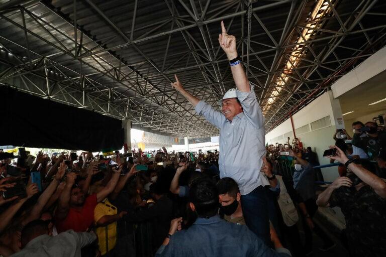 Bolsonaro é aclamado por multidão calorosa em SE