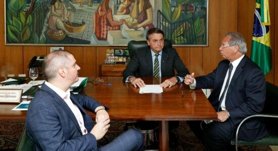 Bolsonaro assina decreto para preservar 10 milhões de empregos
