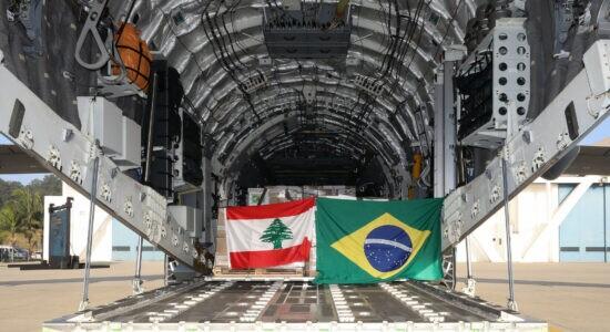 Aeronave KC-390 foi carregada com 6 toneladas de materiais para Beirute