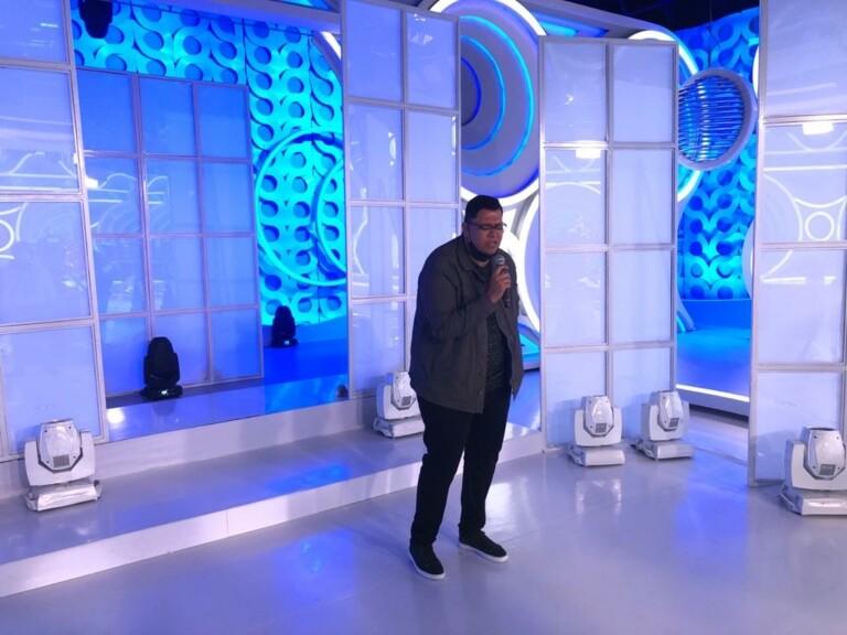 Anderson Freire canta seus sucessos no Programa da Eliana
