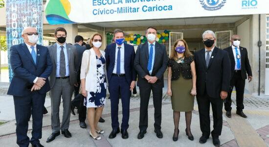Bolsonaro inaugura escola cívico-militar no Rio de Janeiro