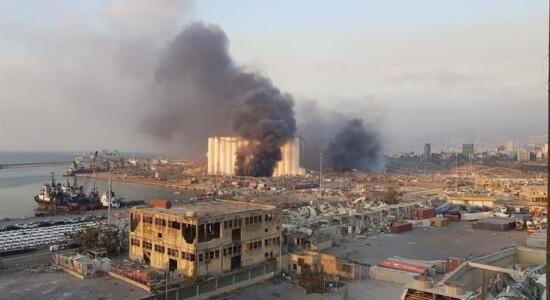 Explosão arrasa área portuária de Beirute, no Líbano