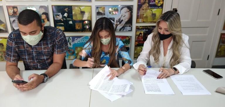 Jayana Moreira assina com a MK Music