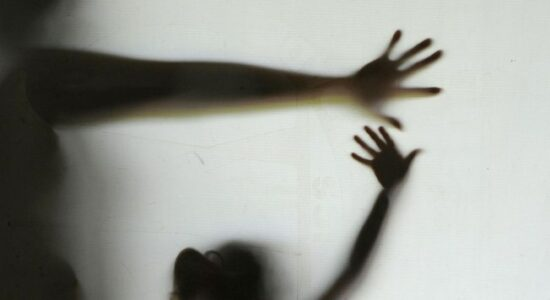 Polícia investiga estudante de 22 anos que teria abusado de pelo menos 7 crianças