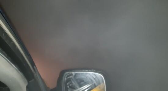 Visibilidade na estrada é praticamente zero com a fumaça no local