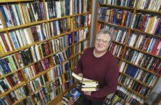 Candidato a vereador declara coleção de livros como bem avaliado em R$ 100 mil