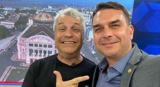 Sikêra Jr e o senador Flavio Bolsonaro