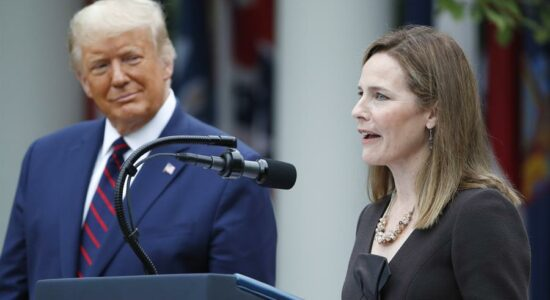 Donald Trump e a juíza Amy Coney Barret