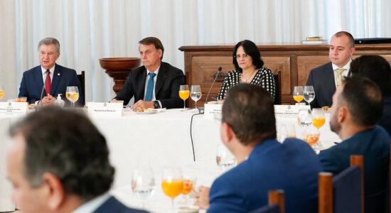 Pastores da Convenção Geral das Assembleias de Deus no Brasil se reúnem com Damares e Bolsonaro
