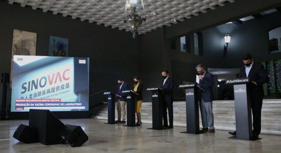 Coletiva de imprensa do Governo de São Paulo, nesta segunda-feira