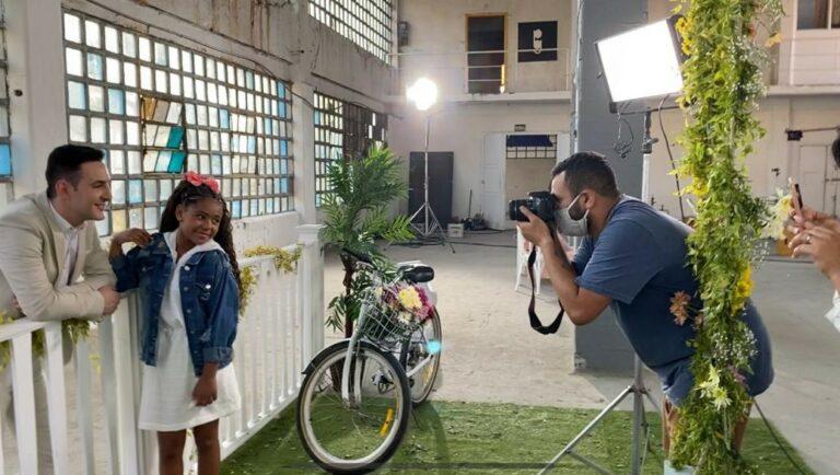 Sophia Vitória grava clipe com Leandro Borges