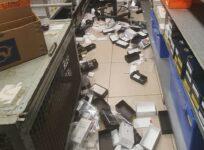 Homem se esconde em loja e furta 40 iPhones após expediente