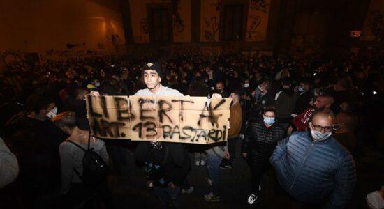 Manifestantes entraram em confronto com a polícia, na Itália