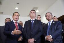 Presidente Jair Bolsonaro com o governador de São Paulo, João Doria, e o ministro da Economia, Paulo Guedes