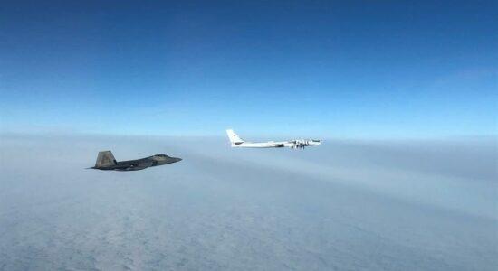 Caças dos EUA interceptam 2 bombardeiros russos perto do Alasca