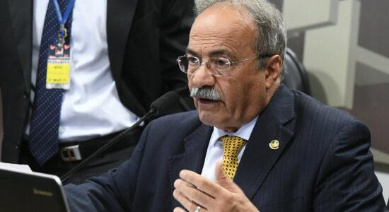 Chico Rodrigues amplia licença para 121 dias e filho assume mandato