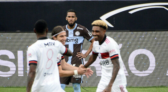 Flamengo goleou Corinthians em 5 a 1