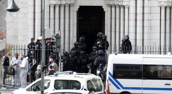 Igreja na França foi alvo de ataque com três mortos