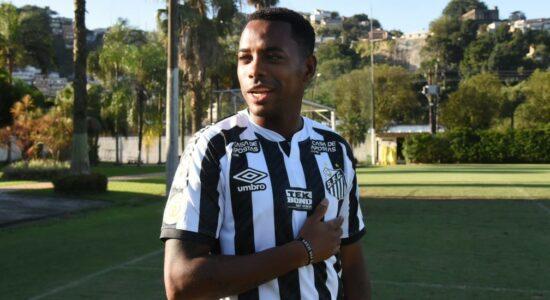Santos suspende contrato com Robinho