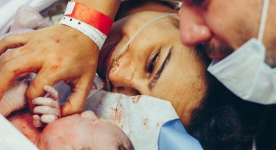 Daniela Araújo fala sobre parto de seu 1º filho: Sofri pra caramba