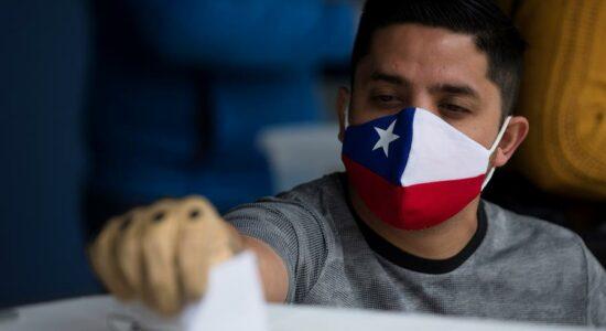 Começa no Chile plebiscito histórico sobre Constituição