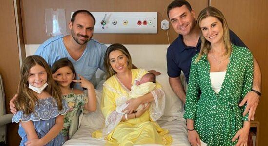 Flavio Bolsonaro e sua família foram visitar a sobrinha