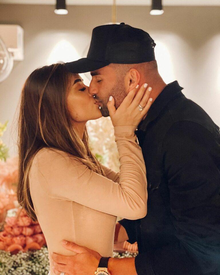 O casal anuncou o noivado em outubro