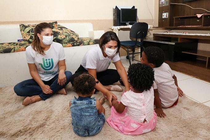 Michelle Bolsonaro visita lar que acolhe crianças e adolescentes