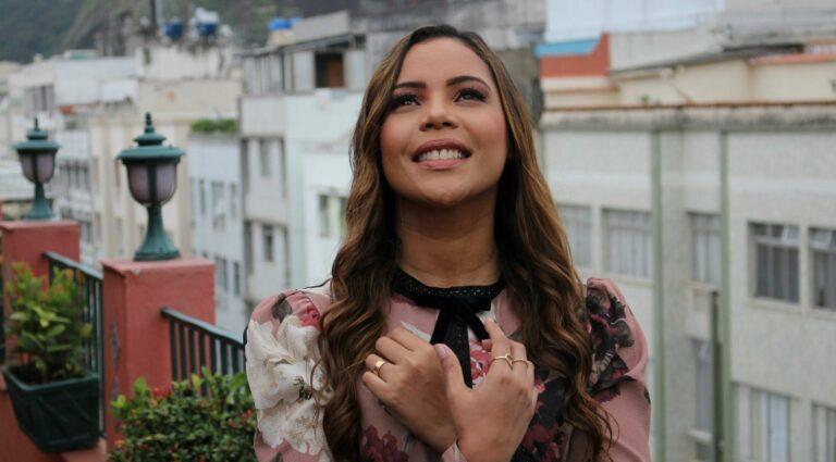 A cantora Amanda Wanessa gravou o clipe de Não Desista
