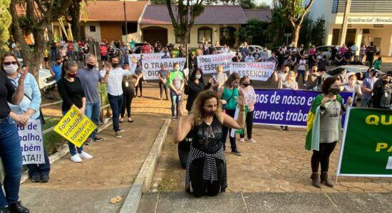 Manifestações pela reabertura acontecem ao redor do Brasil