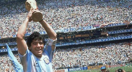 Ex-jogador Diego Maradona morre após sofrer mal súbito