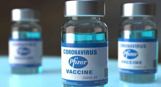 Vidros de vacina contra a Covid-19 da Pfizer