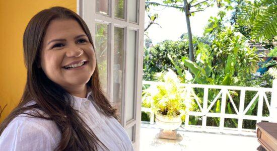 Midian Lima grava videoclipe em dia ensolarado no Rio de Janeiro