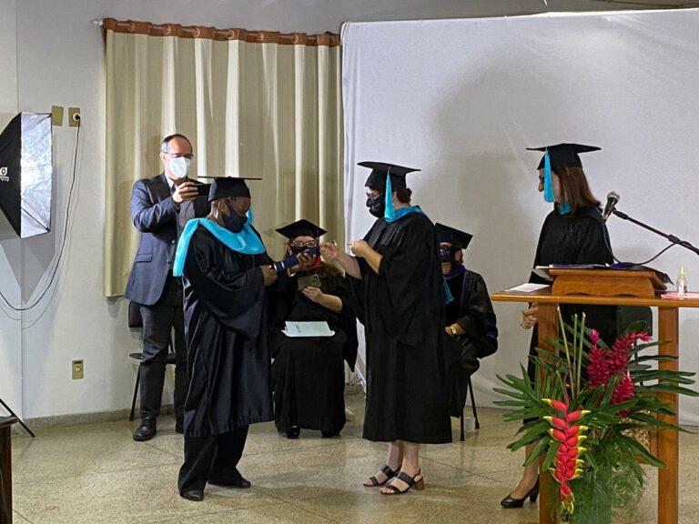 Ex-bruxa da Cracolândia conclui graduação em Missões