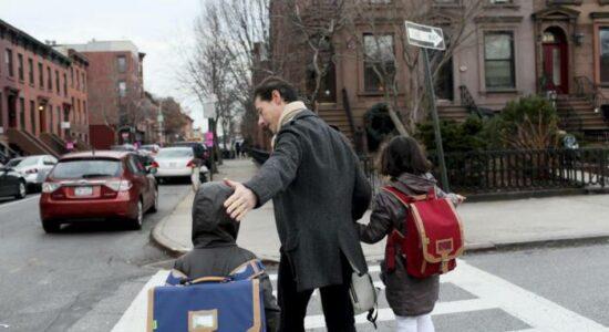 Nova Iorque volta atrás e reabre escolas