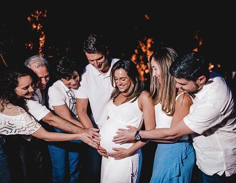 Casal celebra a gestação de Beni, filho de Marcelo e Maressa Crivella