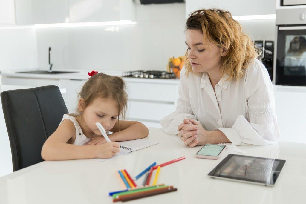 59% das famílias do Sudeste consideram que as aulas remotas foram eficientes no aprendizado aos estudantes
