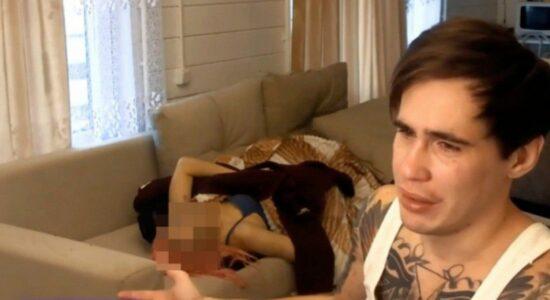 Blogueiro é acusado de matar namorada durante live em troca de audiência