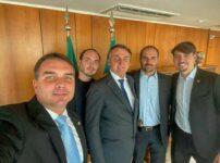 Jair Bolsonaro e os quatro filhos homens