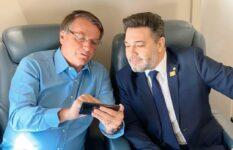 Bolsonaro ao lado do deputado Marco Feliciano em viagem ao PR