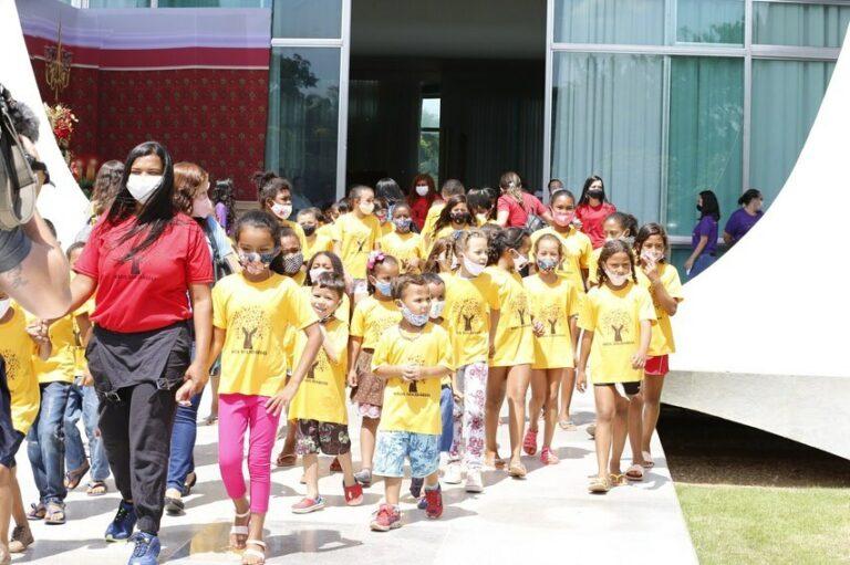 Michelle se emociona ao receber crianças no Palácio da Alvorada | Brasil |  Pleno.News