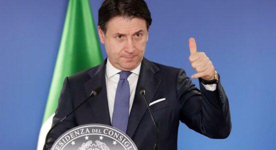 Giuseppe Conte decidiu renunciar ao cargo