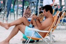 Mandetta foi flagrado na praia e sem máscara