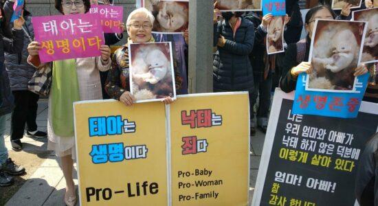 Movimentos pró-vida na Coreia do Sul protestaram contra a mudança na lei