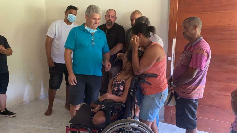 Anderson Freire e amigos entregam casa com acessibilidade a uma cadeirante
