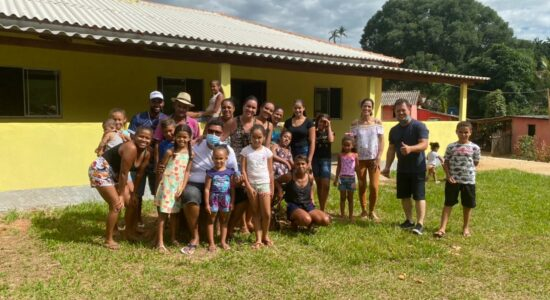 Anderson Freire e amigos entrega casa com acessibilidade a uma cadeirante