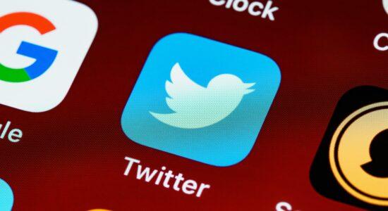 ícone-do-aplicativo-twitter-exibido-em-tela-de-celular