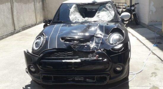 Carro do jogador Marcinho após atropelamento de duas pessoas