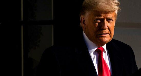 Trump diz que emenda para afastar presidente voltará para assombrar Biden