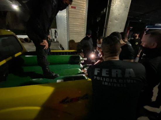 Polícia apreende 33 cilindros de oxigênio escondidos em Manaus